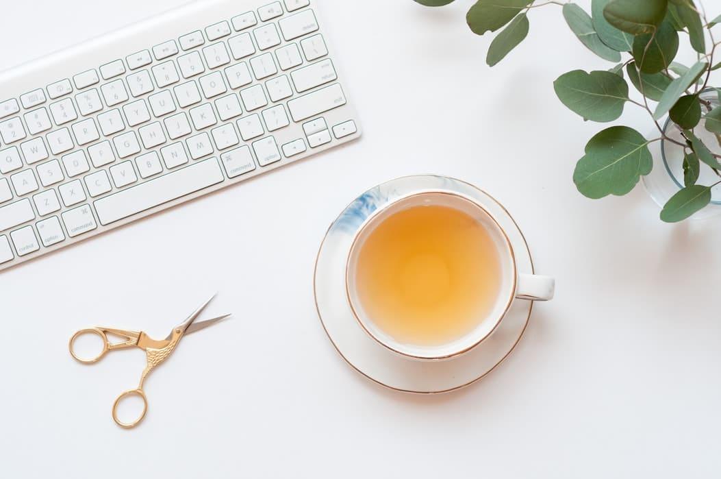 tasse de thé clavier de PC petit déjeuner zéro déchet