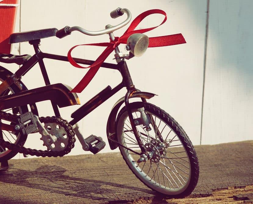 cadeau de Noël vélo ruban