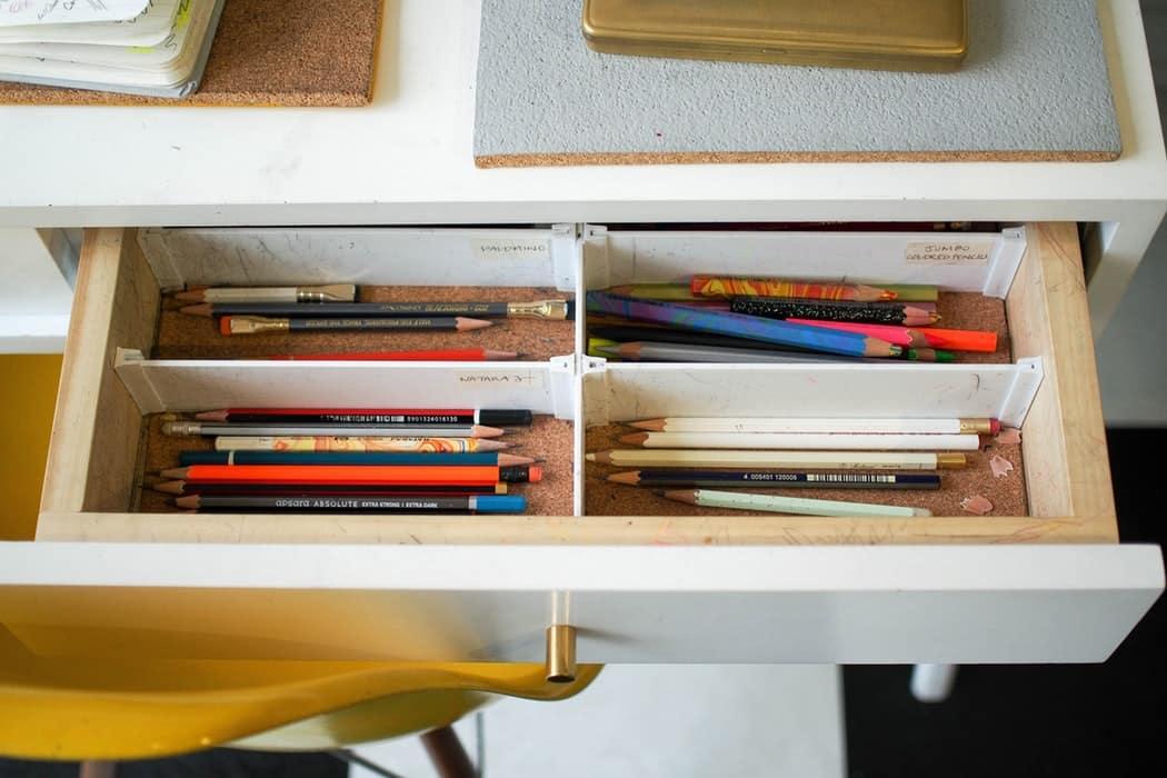 crayons papier crayon gris tiroir