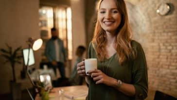 boite startup entreprise zéro déchet travail femme mug café