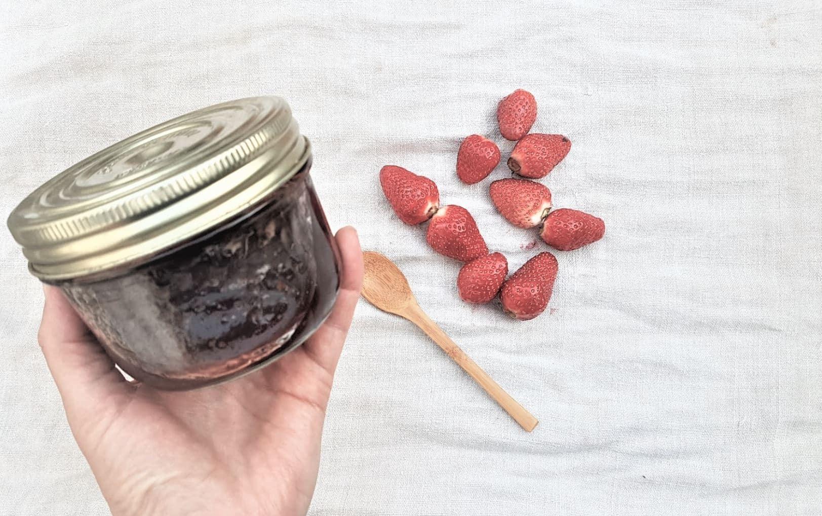 confiture de fraises maison pot