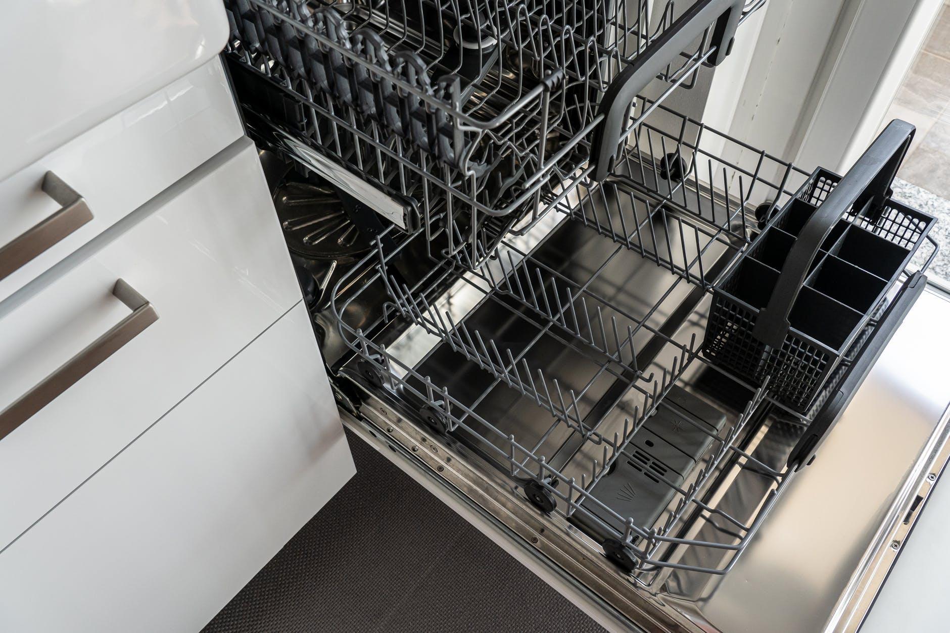 lave vaisselle vide nettoyer cuve astuces