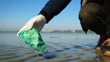plage déchet masque coronavirus plastique usage unique