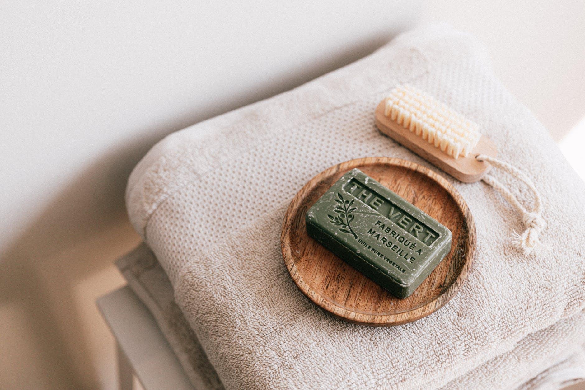salle de bain naturelle zéro déchet savon serviette