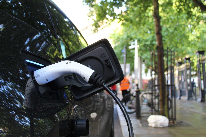 voiture électrique véhicule prise