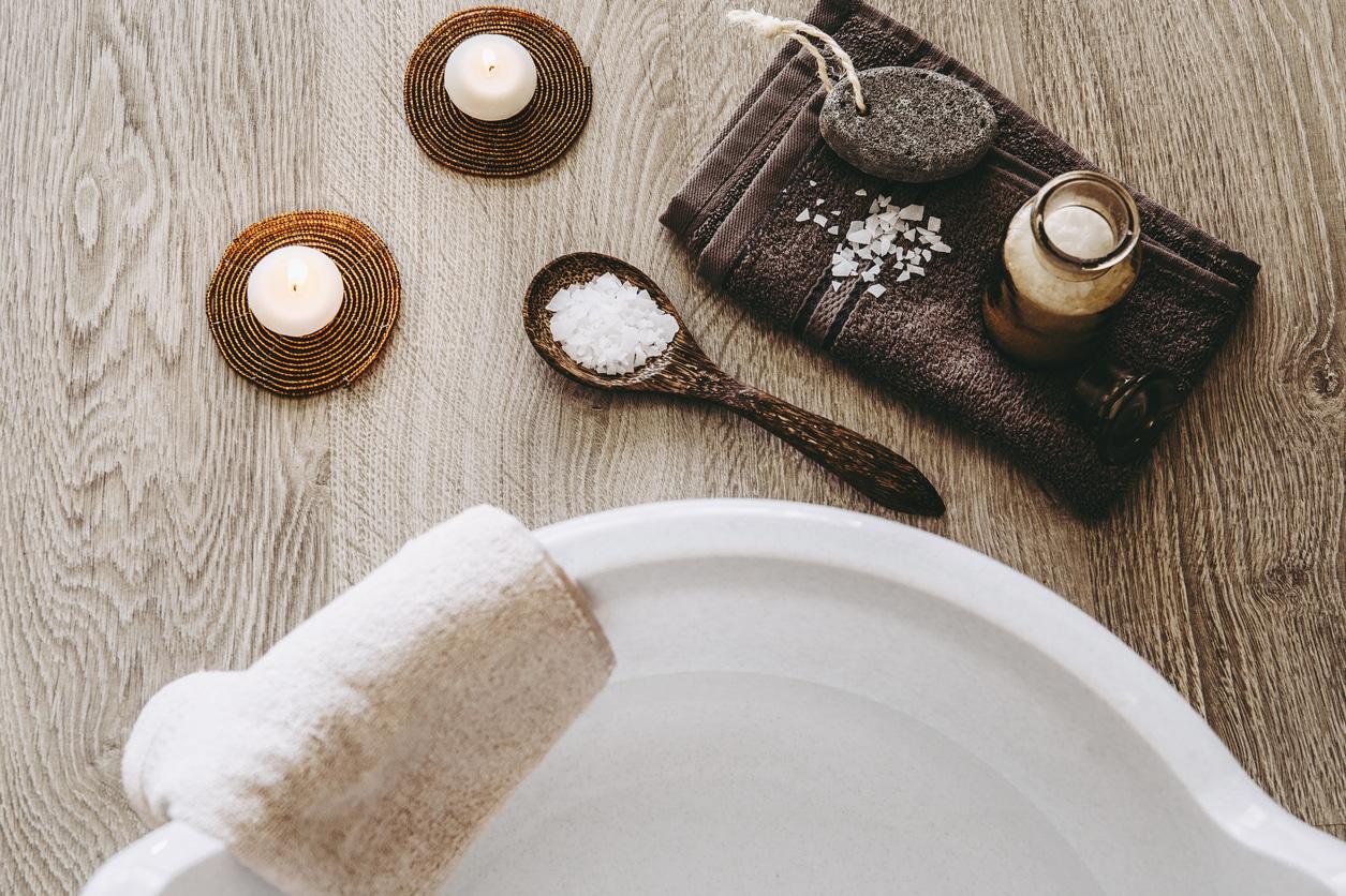 bain de pieds naturel sel Epsom bassine serviette