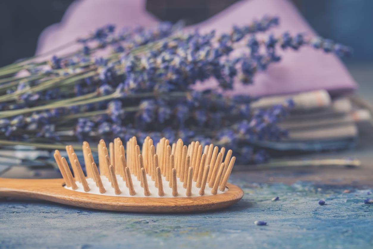 brosses à cheveux en bois lavande nettoyer