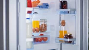 réfrigérateur frigo mauvaises odeurs aliments porte