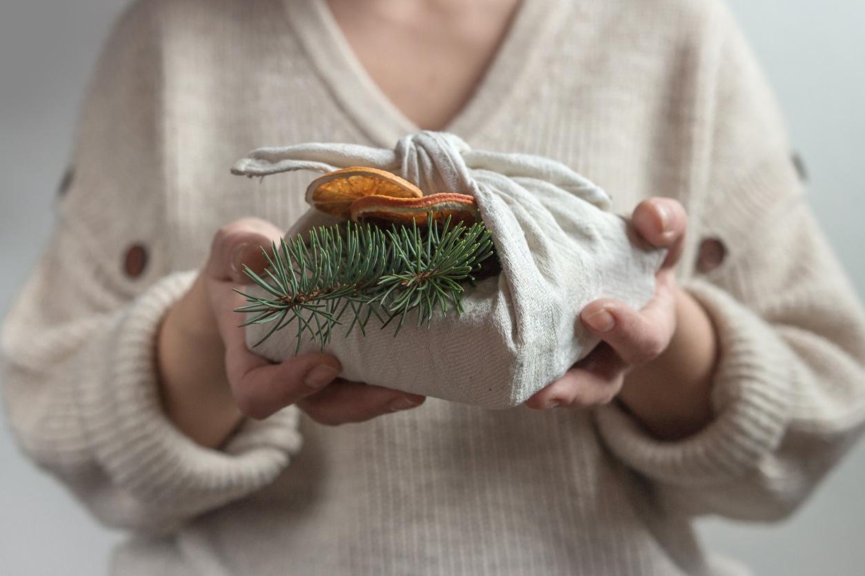furoshiki papier cadeau écologique réutilisable zéro déchet Noel offrir
