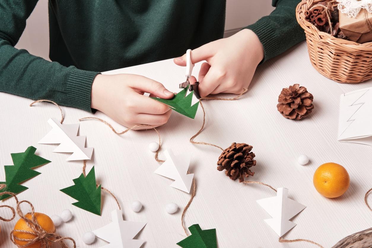 DIY Noel guirlande sapin pommes de pin décorations naturelles