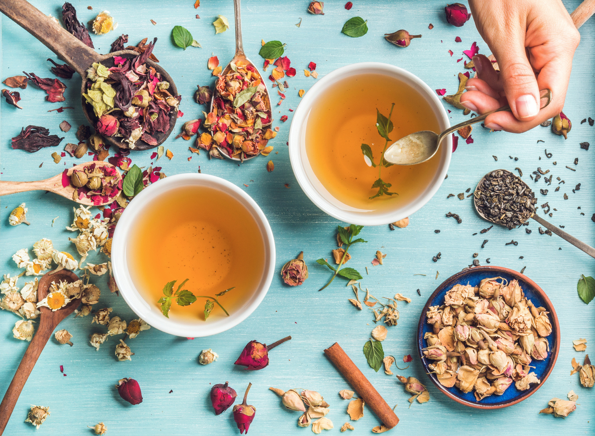 thé tisane tasse fleurs infusion maison