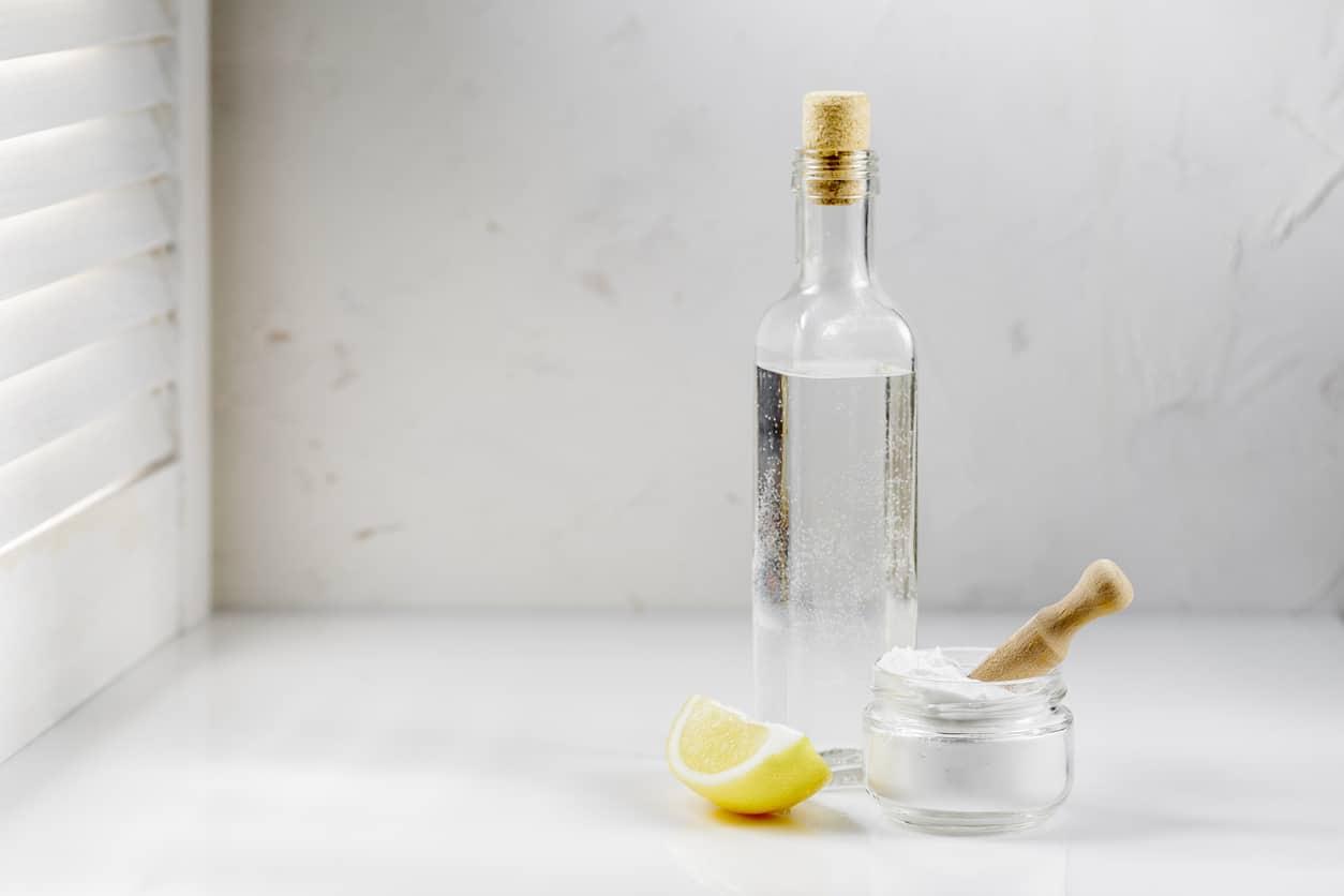 coronavirus vinaigre blanc bouteille verre nettoyage zéro déchet citron bicarbonate ménage