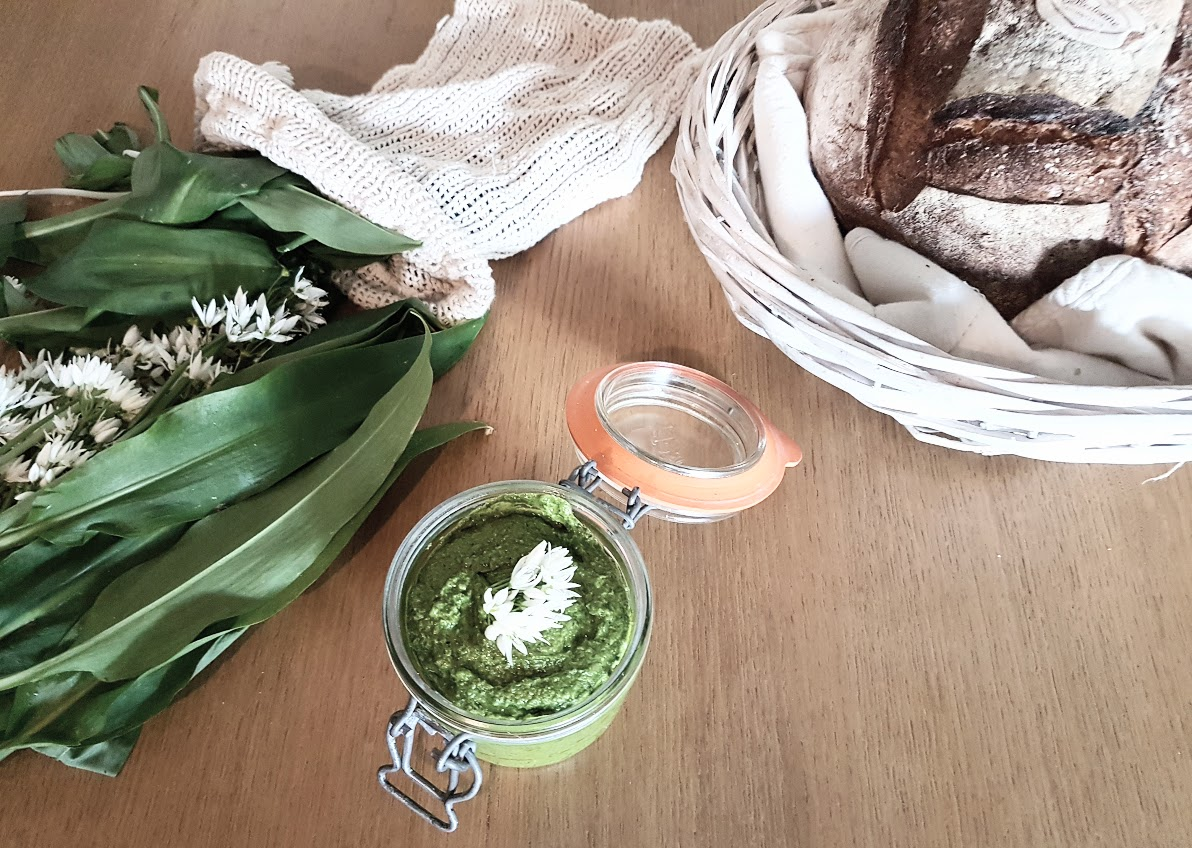 pesto maison recette pain feuilles fleurs