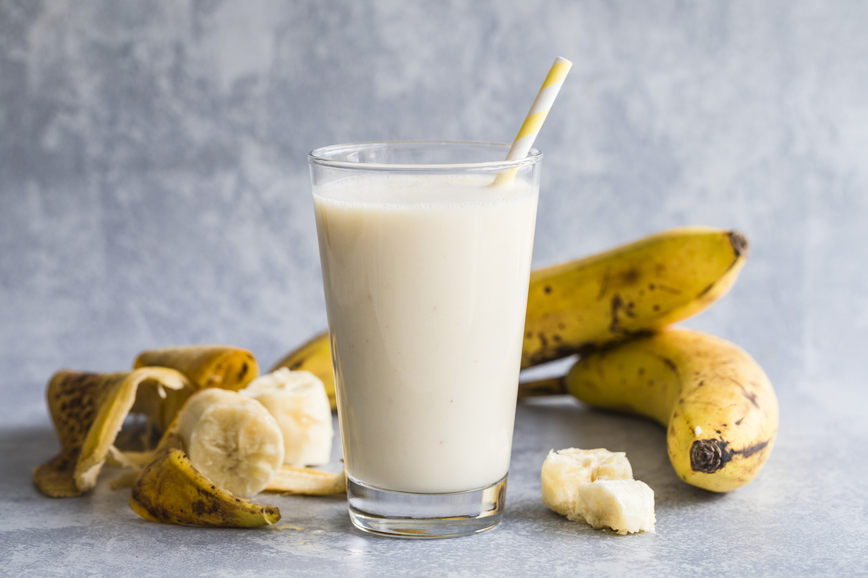 Banana smoothie milkshake banane peaux recette