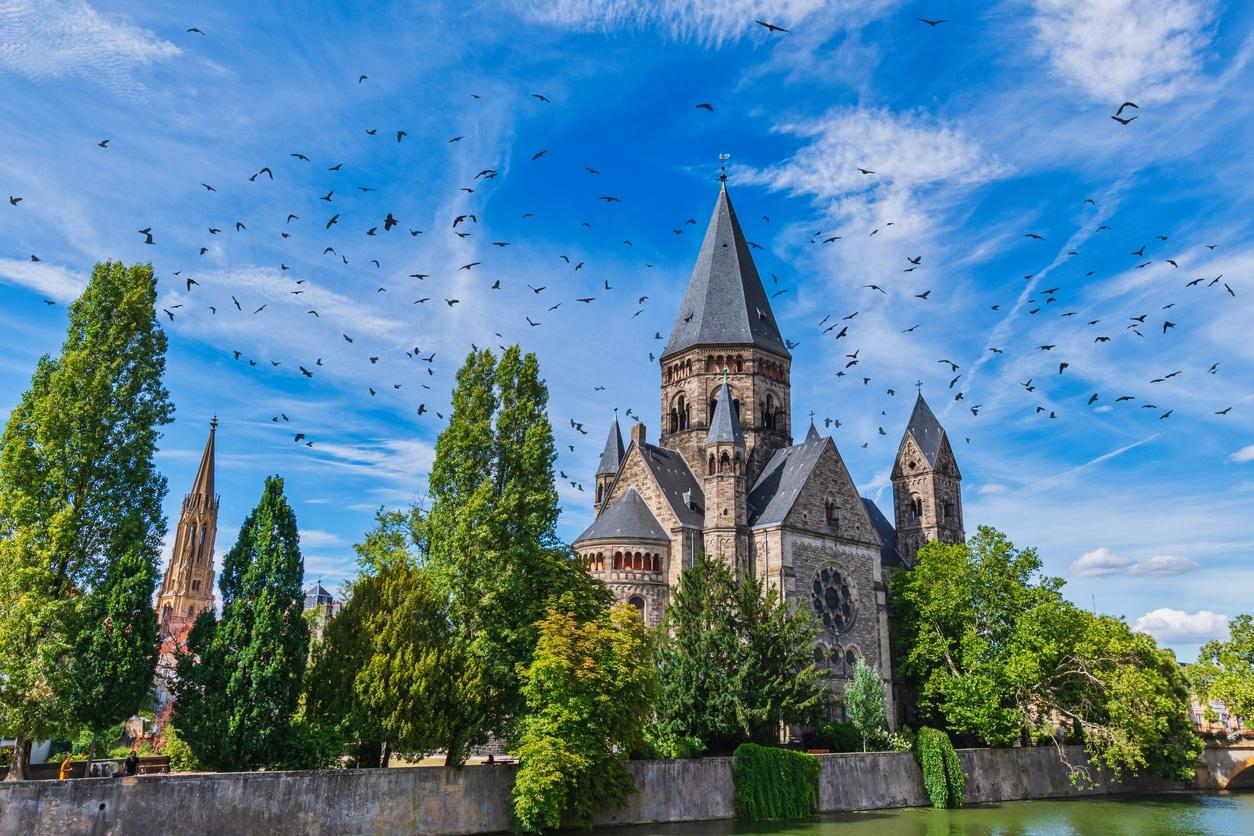 Ville de Metz Lorraine église cathédrale arbres villes vertes France
