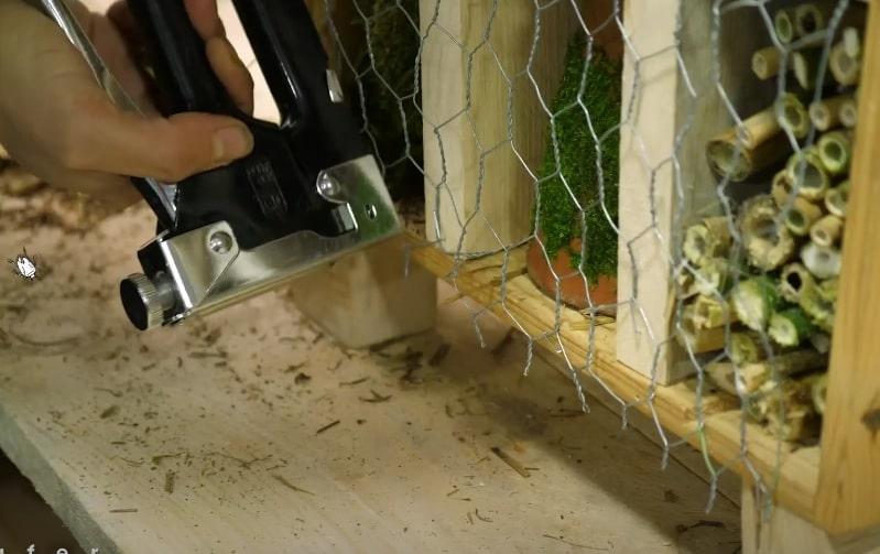 grillage cabane hôtel insectes