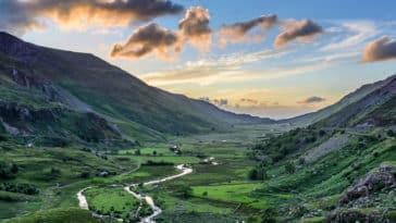 Pays de Galles montagne nature rivière paysage vert UK