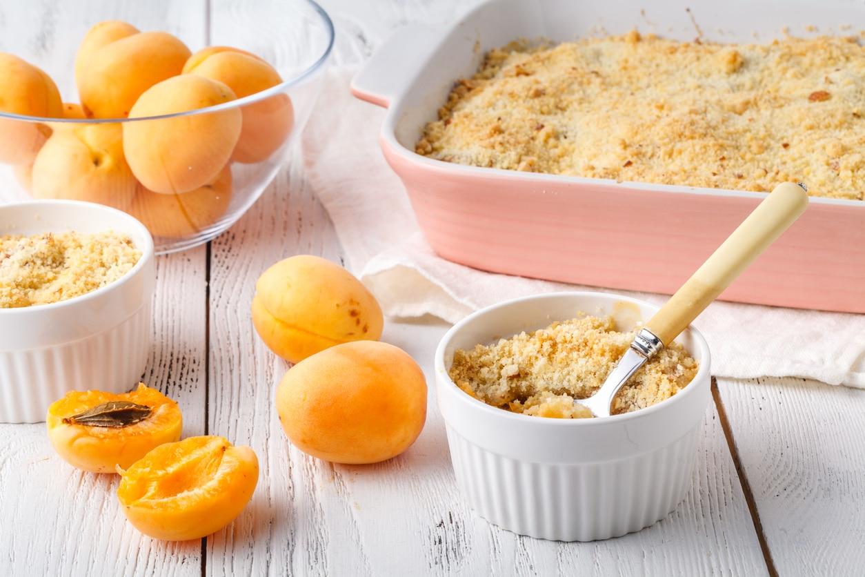crumble dessert abricot amandons recette cuisine