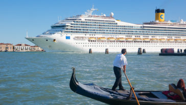 Gondole tourisme croisière paquebot Venise mer eaux cité interdiction
