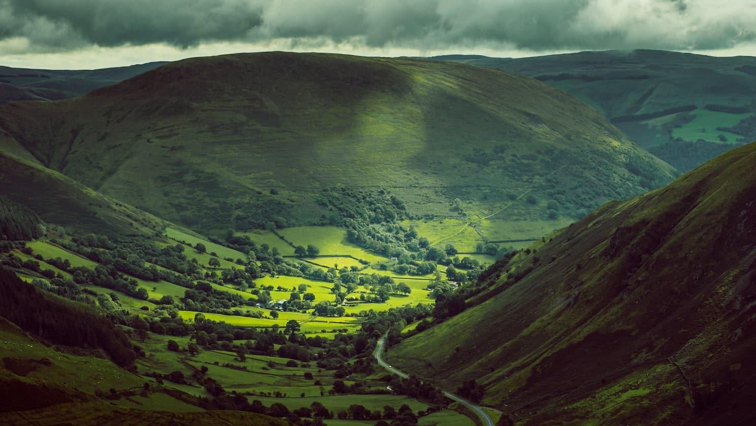 Pays de Galles montagne nature routes vert