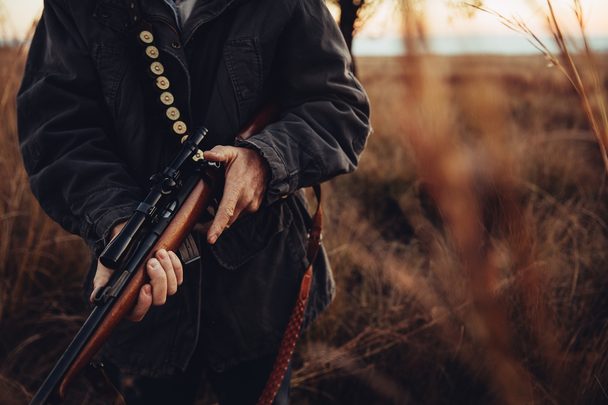 chasseur tirer fusil arme chasse campagne