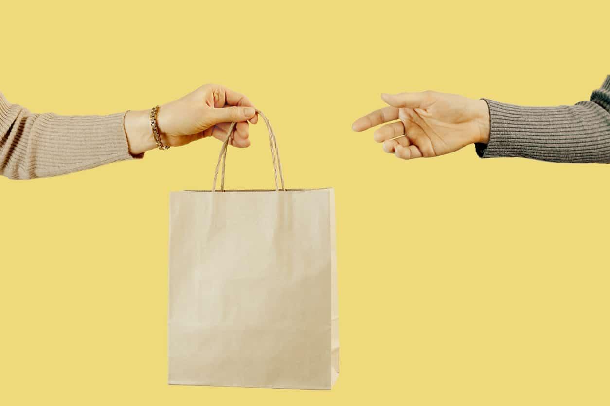 seconde main vêtements sac donner marché occasion