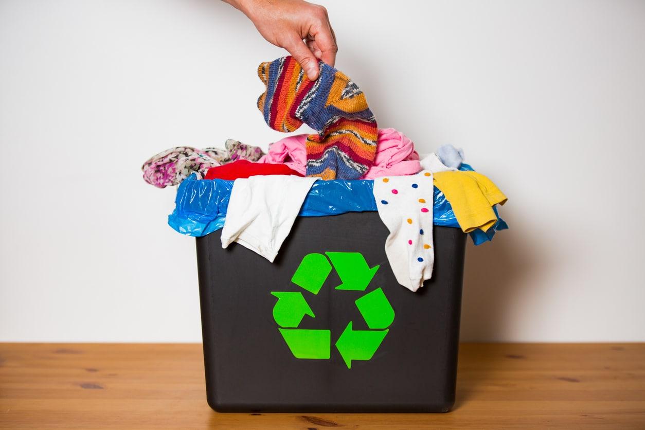 recycler vêtements jeter poubelle tri sélectif